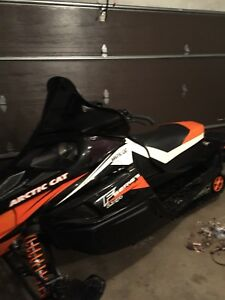 2011 Arctic cat f8 lxr low km lady driven