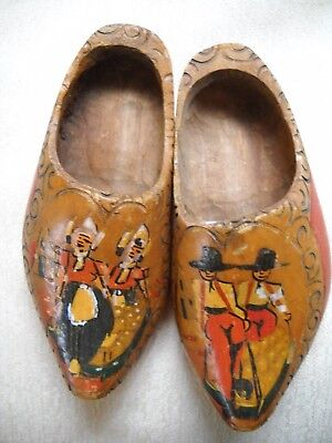 SET OF 2 VINTAGE HAND-PAINTED WOODEN SHOE WALL HANGERS, PRIMITIVE DESIGN - $5.00