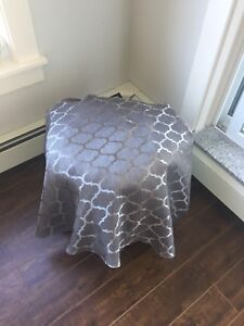 $7!!!!! Mint condition round grey dining table cloth!!!