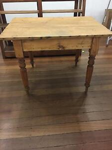 Small table Mount Hawthorn Vincent Area Preview