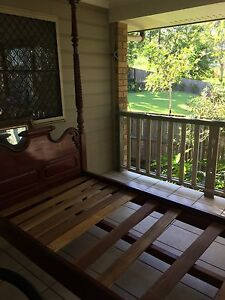 Beautiful carved timber daybed Coorparoo Brisbane South East Preview