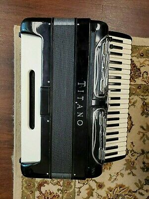 -RARE- Titano Bass Accordion with oversized vintage Titano case