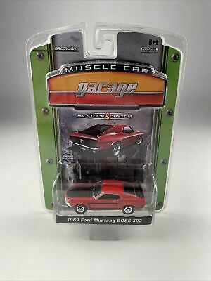 08 GREENLIGHT MUSCLE CAR GARAGE 1969 FORD MUSTANG BOSS 302 RARE