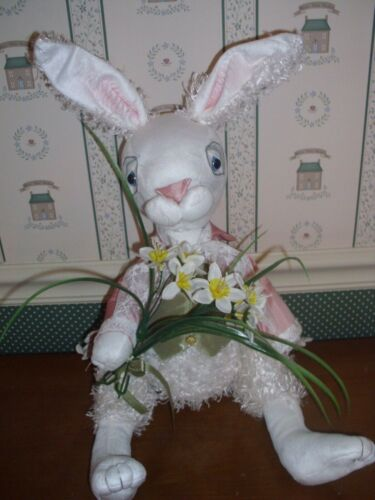 "GALLERIE II-26"" FLORENCE LEA -LOUIS ROYAL RABBIT FIGURINE.-2020-NEW"