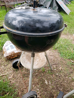 Small 1987 charcoal weber bbq