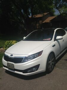 2012 Kia Optima ex with roof, Nav , rear camera