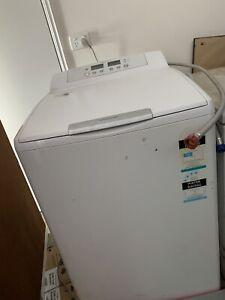 Electrolux 9.5kg washing machine.