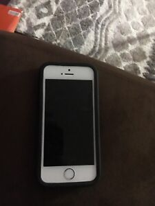 iPhone SE with case
