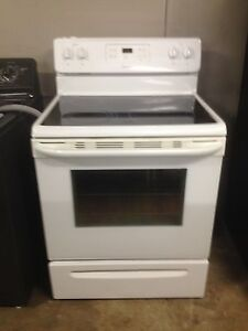 2 year old mint Frigidaire glass top stove