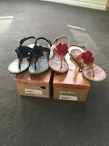Grenada sandals/thongs in black/brown or beige/red, 7, Berwick Casey Area Preview