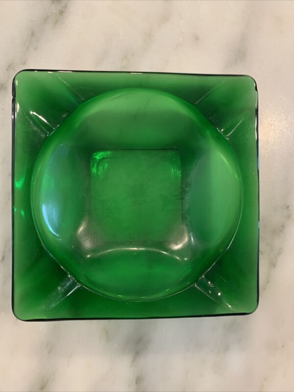 ANCHOR HOCKING? Vingtage Mid Century ASHTRAY ~ Forest Green Glass ~ 4½ Inches