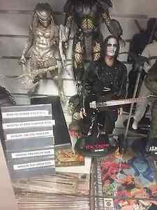 Eric draven the crow hot toys mms210 and comic book Shailer Park Logan Area Preview
