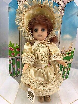 Scary Creepy WORLD DOLL PARIS CHIC 70831 CROWN PRINCESS STYLE DOLL - Scary Princesses