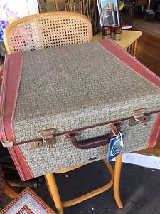 Fabulous Vintage Suitcase luggage in great condition with keys Paddington Brisbane North West Preview