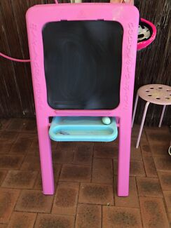 Easel elc excellent condition  Leeming Melville Area Preview
