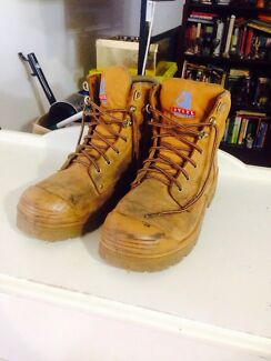 Steel blue work boots  Halls Head Mandurah Area Preview