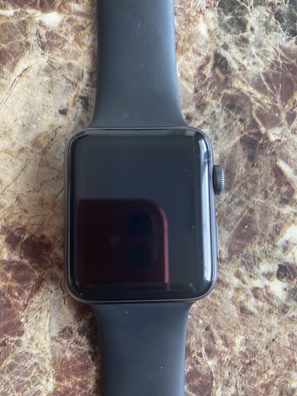 AppleWatch Series 3 42mm Space Gray Aluminum With Charger
