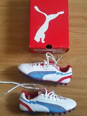 BOYS PUMA EVOSPEED FOOTBALL BOOTS SIZE 4
