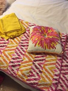 Twin bed quilt set
