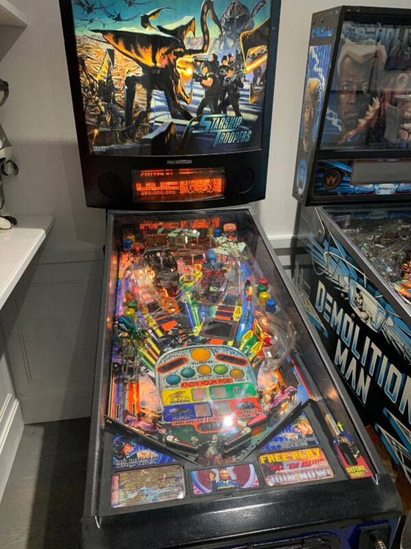 Starship Troopers Pinball Machine SEGA Excellent Condition Mint