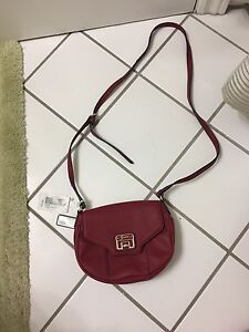 NEW.    Guess purse