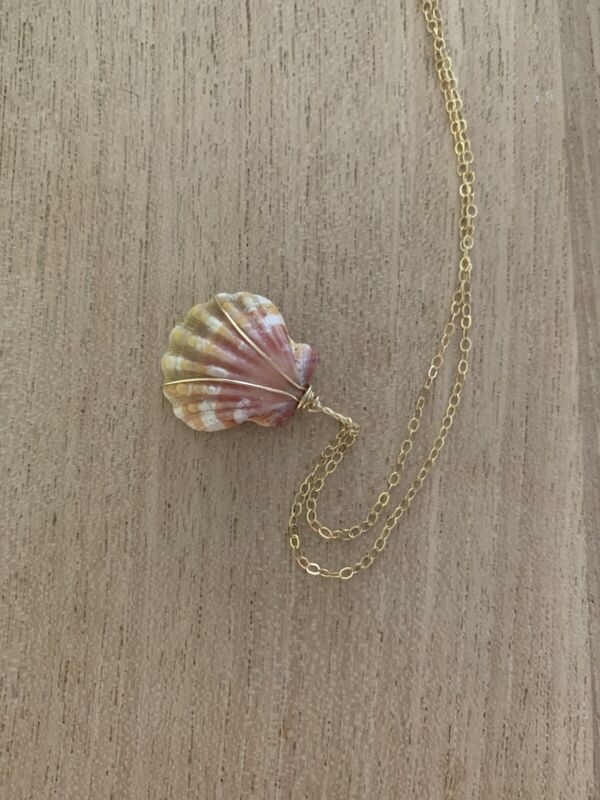 Hawaiian 🌺 Pink ❣️sunrise shell necklace❣️14k Gold Filled Chain
