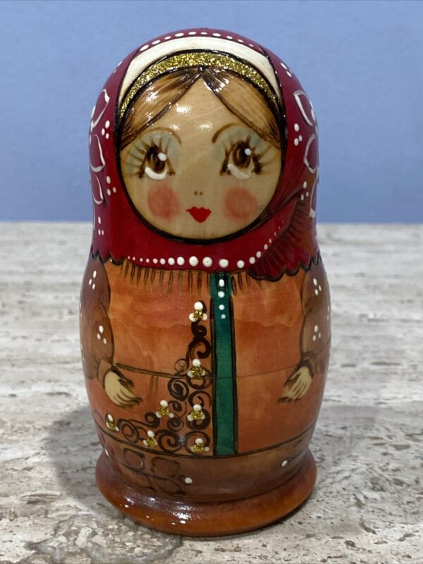 Vintage Russian matryoshka nesting dolls 1980