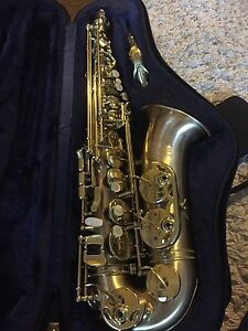 Alto saxophone like new 1200 OR BEST OFFER