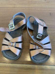 Saltwater sandals kids rose gold size 9