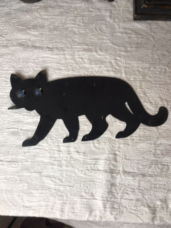 VINTAGE METAL BLACK CAT WITH MARBLE EYES HALLOWEEN FENCE TOPPER SIGN SPOOKY