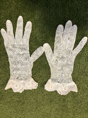 Vintage Hand Crocheted Women Gloves Off White Lace
