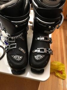 Atomic ski boots - very lightly used.