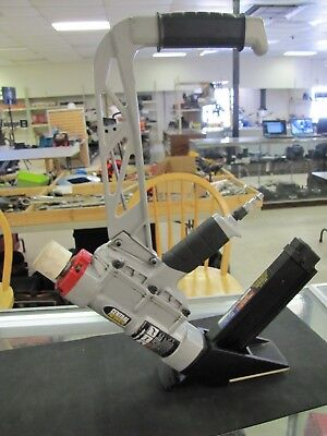Central Pneumatic 61689 2-in-1 Floor Air Nailerstapler