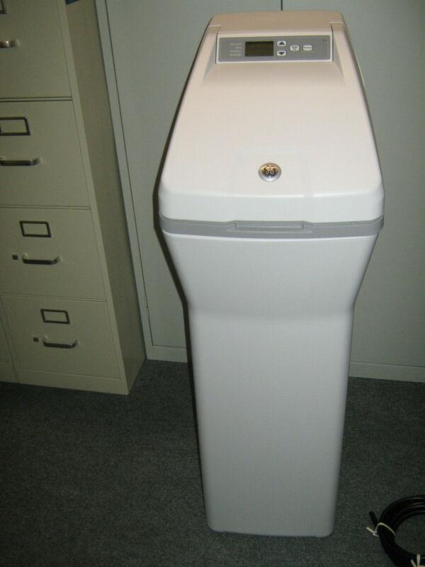 NEW, NO BOX GE Water Softener System 30,000 Grain Capacity Programmable GXSF30V