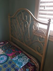 TWIN BED FRAME PIER 1 with rails & metal base