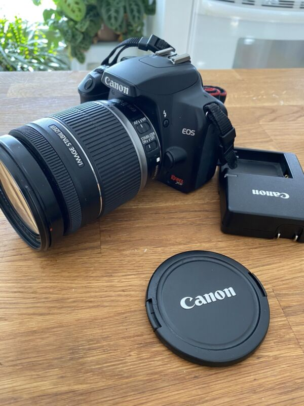 Canon Rebel XS DSLR Camera with EF-S 18-200mm f/3.5-5.6 IS Lens 1000