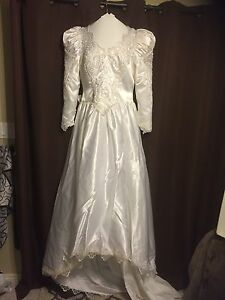 WEDDING DRESS SIZE 14-16  Windsor Region Ontario image 1