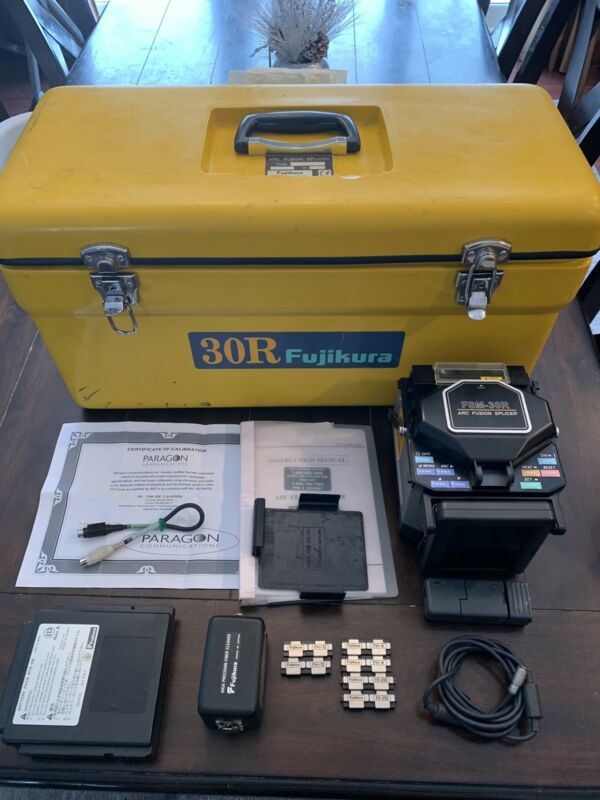 Fujikura 30r Fiber Optic Fusion Splicer With Cleaver.
