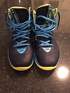 Boys Under Armour Basketball shoes size 5