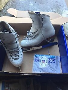 Riedell  figure skates - size 3