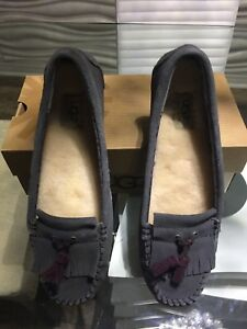 BRAND NEW - UGG LIZZY MOCCASINS SIZE 10.
