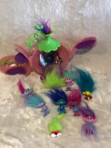 Trolls figurines and house