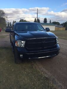 2014 Dodge Ram 1500 5.7 HEMI.  LOW LOW K