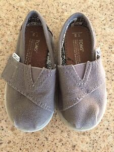 Excellent Condition Tiny Toms