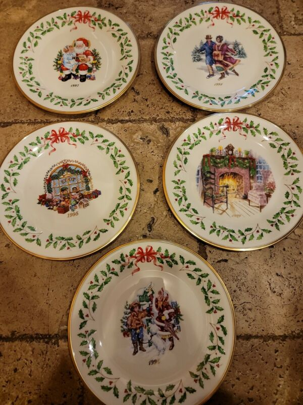 Lot Of 5 Annual Lenox holiday Christmas Plates 1995 To 1999 Santa fireplace etc