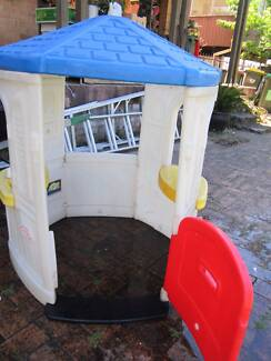 LITTLE TIKES COZY COTTAGE LITTLE TIKES CUBBY HOUSE PLAY HOUSE