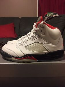 "2000 Air Jordan ""Fire Red"" V (5) Size 9"