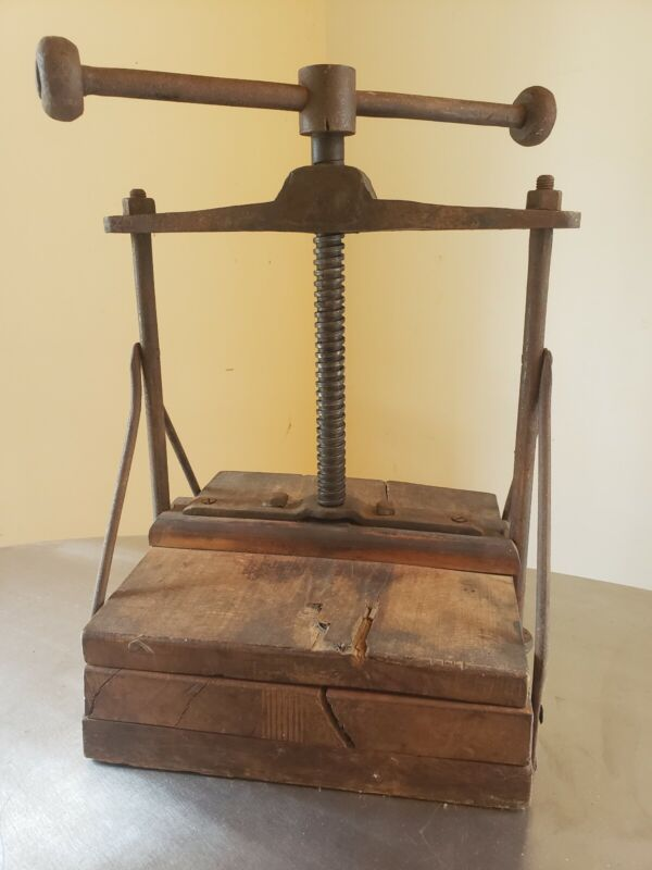 VINTAGE ANTIQUE CAST IRON & WOOD BOOK PRESS PRIMITIVE INDUSTRIAL FACTORY