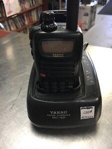 Radio émetteur yaesu avec chargeur et 2 batterie