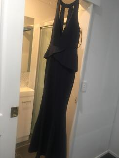 Navy blue evening gown. Great cut. Never worn.